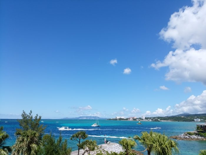 レストランから見える青い海